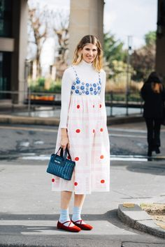 Street style : nos looks préférés de la Fashion Week de Paris automne-hiver 2020-2021   Vogue Paris Tokyo Fashion, Cool Street Fashion, Fashion Week, Paris Fashion, Fashion Outfits, Vogue Paris, Look Street Style, Style Minimaliste, Couture