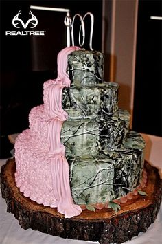Pink&camo cake i want this kinda cake if i get married