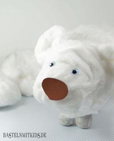 Die Eisbären Watte Figur ist eine schnelle und einfache Bastelidee für das Winter basteln mit Kindern