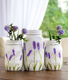 painted lavender flower mason jars @masonjarcraftslove.com