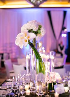 Elegant White Centerpieces // Mi Belle Photographers