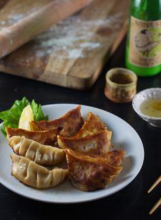 Shiso Gyoza with lemon black pepper dipping sauce Bar Restaurant Design, Restaurant Recipes, Dinner Recipes, Design Café, Fusion Food, Noodle Recipes, Japanese Food, Asian Recipes, A Food