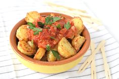 patatas bravas (Laura's Bakery) A Food, Food And Drink, High Tea, Potato Salad, Bakery, Brunch, Potatoes, Meat, Chicken