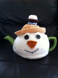 Snowman with Xmas pudding on hat tea cosy Tea Cosy Knitting Pattern, Tea Cosy Pattern, Loom Knitting, Knitting Patterns Free, Xmas Pudding, Teapot Cover, Knitted Tea Cosies, Tea Cozy, Christmas Tea