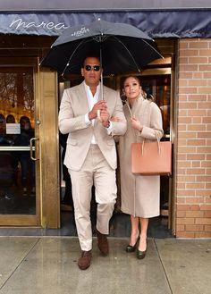 Jennifer-Lopez-Alex-Rodriguez-Matching-Outfits-2017.jpg (733×1024)