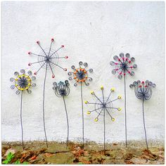 I´ll do these wire flowers & I´ll put them in a pot with moss - Kouzelná zahrada Wire Crafts, Metal Crafts, Garden Crafts, Garden Art, Big Garden, Indoor Garden, Garden Design, Wire Ornaments, Wire Flowers