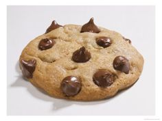 Trouxemos uma receita de cookie muito simples de fazer em casa, confira.   O cookie é uma das receitas de biscoito que mais deixa as pessoas com água na bo