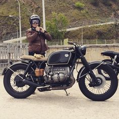 Vintage Car Models: A Collectors Dream Bike Bmw, Bmw Motorcycles, Vintage Motorcycles, Custom Motorcycles, Cafe Racer Tank, Cafe Racer Bikes, Cafe Racers, Bmw Vintage, Vintage Cafe Racer