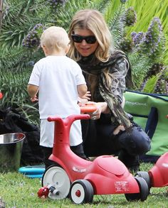 Fergie takes her son Axl to the park on May 17, 2015