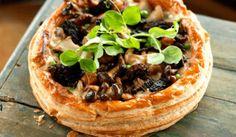 Rustic, savory wild mushroom tart made with layers of flaky puff pastry. Wild Mushrooms, Stuffed Mushrooms, Mushroom Tart, Savoury Dishes, Savoury Tarts, Savory Foods, Savory Pastry, Dinner Dishes, Mushroom Recipes