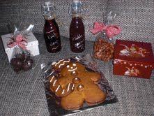 Kinderpunsch, Zimtsirup, gebrannte Mandeln, Zartbitter-Orangen-Pralinen, Lebkuchenmann