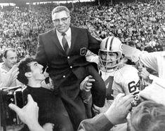 Vince Lombardi, Bill Belichick, Joe Montana, Tom Brady, Green Bay Packers, Nfl Football, American Football, Football Coaches, Pittsburgh