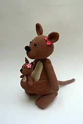 Ravelry: Kangaroo mother with a baby pattern by Katka Reznickova