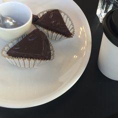 SACHER ☕️☕️ #coffee #breakfast #sacher #sachertorte #eatwithlove #eatwithstyle
