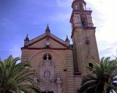"""#Cádiz - #Algodonales - Iglesia parroquial de Santa Ana 36º 52' 50"""" -5º 24' 18"""" / 36.880556, -5.405000 Fundada el 6 de Noviembre de 1784, la Iglesia Parroquial de Santa Ana preside el centro de la Villa de Algodonales."""