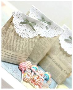 2e35f55f2 Envolver los regalos de Reyes con bolsas de papel prensa Blondas De Papel,  Bolsitas De
