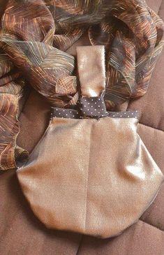Petit sac Kocotte cousu par SYLVIA LAINE - Tissu(s) utilisé(s) : lamé et coton - Patron Sacôtin : Kocotte