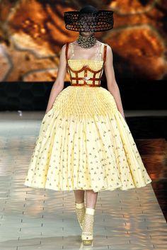 Alexander McQueen Spring 2013 Ready-to-Wear Fashion Show - Natasha Remarchuk (OUI)