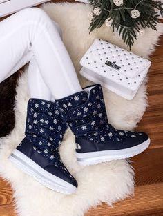 Teplé modré snehule ozdobené vločkami JB13-12M Ugg Boots, Uggs, Outfit, Winter, Shoes, Fashion, Outfits, Winter Time, Moda