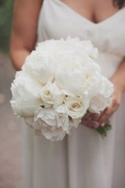 Perfectly white bouquet