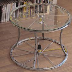 Отрихтовать погнутое велосипедное колесо и сделать из него кофейный столик -…