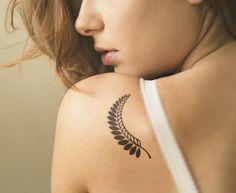 Black and White Leaf Tattoo on Shoulder Blade