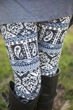 Cornflower Paisley Leggings | White Plum