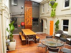 Backpackers HQ is newly renovated and positioned right in the heart of Sydney's backpacking hotspot King's Cross.