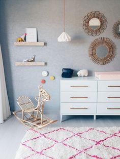 Habitación de bebé en gris y rosa ¡cool! - http://decoracionbebes.com/habitacion-bebe-gris-rosa-cool/