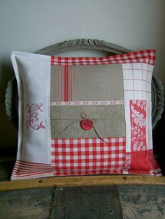 Coussin: Love the color combo, the monogram and patchwork. Small Pillows, Diy Pillows, Decorative Pillows, Throw Pillows, Scatter Cushions, Patchwork Cushion, Quilted Pillow, Pillow Slip Covers, Cushion Covers