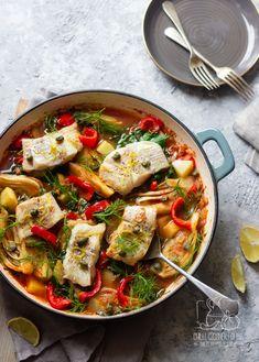 Ryba pieczona z koprem włoskim, ziemniakami i papryką - Pomysł na jednogarnkowy obiad z rybą Chilli, Fish And Seafood, Paella, Vegetable Pizza, Thai Red Curry, Dinner, Vegetables, Ethnic Recipes, Blog