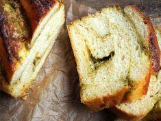 Loff med pesto og parmesan - Ida Gran Jansen Pesto, Chef Recipes, Parmesan, Banana Bread, Dips, Desserts, Food, Tailgate Desserts, Sauces