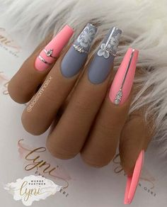 Pink Grey Nails, Grey Acrylic Nails, Grey Nail Art, Grey Nail Designs, Chrome Nails Designs, Chrome Nail Art, Hot Nails, Hair And Nails, Nail Design Stiletto