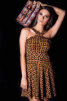Vestido Padrão e Carteira Ráfia. #lançamentogaia #gaia #linhafesta #inverno15 #padrao #dresstoimpress #fashion #ootn #modamineira #lavibh