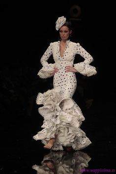 Sonia e isabelle Dance Fashion, Fashion Show, Fashion Dresses, Flamenco Dancers, Flamenco Dresses, Beautiful Long Hair, Beautiful Dresses, Gypsy Dresses, Frou Frou