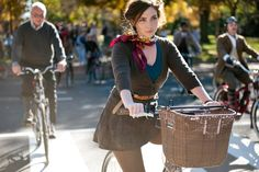 From tweed ride Dandies & Quaintrelles Tweed Ride, Bike Style, Men's Style, Cycle Chic, Bicycle Girl, Lady Biker, Mens Fashion, Bike Fashion, Fashion Lookbook