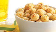 Salgadinho de tapioca e mussarela temperado com Caldo MAGGI® de Legumes.
