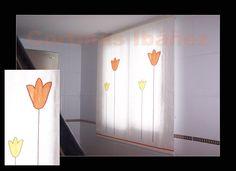 """Estor """"Paqueto"""" en tela de paneles visillo bordado/estampado,  En este caso el estor se realizo con dos paneles bordados y unidos al centro; Los estores son una solución ideal para ventanas, dan claridad, matizan la luz y decoran; Elegantes y para cuartos de reducidas dimensiones son ideales. En cortinas Ibáñez disponemos de miles de tejidos que se pueden adaptar a sus necesidades."""