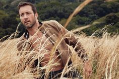 Hawaiian nomad | | Alex O'Loughlin | Photography by Nino Muñoz. Styled by Lily Unkhoff. Originally published in Watch! Magazine, June 2017.