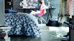 Ungdomsrom med gulv fra Tarkett, kolleksjon Playstyle jeans Jeans Style, Bean Bag Chair, Comforters, Flooring, Blanket, Bed, Interior, Inspiration, Furniture