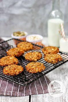 Feed Me Better: Flourless oatmeal cookies: 1 cup oatmeal, 2 bananas, 1 tbs coconut oil 2 tbs pumpkin seeds. Healthy Cake, Healthy Sweets, Healthy Snacks, Healthy Recipes, Baby Food Recipes, Sweet Recipes, Cooking Recipes, Flourless Oatmeal Cookies, Matcha