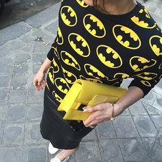 Detalhes do dia  Trabalhada no moletom do meu Super Herói Predileto. #fãtotal #prontofalei .   ▪️{Always be yourself, unless you can be Batman. Then always be Batman.}▪️ #batmanlover. #brucewayne #tapforcredits