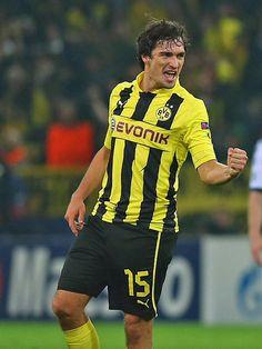Mats Hummels, Borussia Dortmund (2008–2009 on loan, 25 apps, 1 goal + 2009-..., 146 apps, 14 goals)