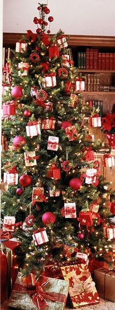 Christmas Tree ● Wrapped Packages #ChristmasTree #Christmas Classical Xmas Tree