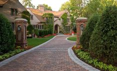 Should You Build a Single or a Double Level Home? Brick Paver Driveway, Driveway Entrance, Circular Driveway, Driveway Landscaping, Driveway Ideas, Landscaping Ideas, Landscaping Software, Permeable Driveway, Cobblestone Driveway