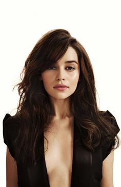 Emilia Clarke ♥ Way better as a brunette! (Game of Thrones)