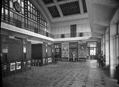 Estação do Cais do Sodré, Lisboa, 1928. Pavement, Vintage Photography, Portuguese, Past, Black And White, City, Places, Sea, History