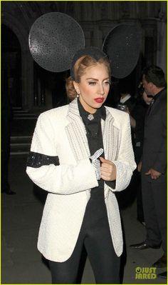 Lady Gaga: Philip Treacy Fashion Show!