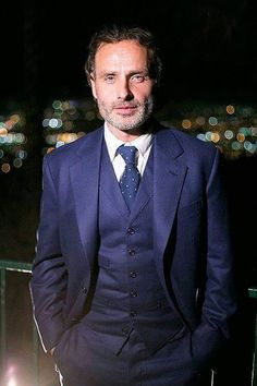 Andrew Lincoln TWD is intensely gorgeous in a suit.
