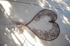 wings to hearts barbed wire Barb Wire Crafts, Metal Crafts, Chicken Wire Art, Barbed Wire Art, Metal Projects, Diy Projects, Horseshoe Crafts, Metal Garden Art, Scrap Metal Art